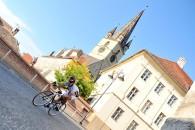 Follow Turul Sibiului 2015 va debuta oficial miercuri seara, când este programat prologul, contratimpul individual din centrul istoric. Ajunsă la a cincea ediţie, cursa ardeleană este cel mai important eveniment […]