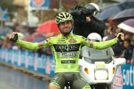 Follow Italianul Mauro Santambrogio (Vini Fantini) a câştigat etapa a 14-a Turului Italiei, desfăşurată sâmbătă, în condiţii atmosferice dificile, întreCervere şi Bardonecchia, pe distanţa de 180 de kilometri. Vicenzo Nibali […]