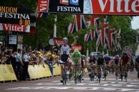 Follow Marcel Kittela arătat încă o dată căeste cel mai rapid ciclistdin plutonul profesionist, impunându-se extrem de uşor în etapa a treia a Turului Franţei. Cu două victorii la activ […]