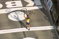 Philippe Gilbert (Quick-Step Floors) a câştigat ediţia 2017 a Turului Flandrei la capătul unei curse solitare de peste 55 de kilometri. Aceasta a fost prima victorie a ciclistului belgian în […]
